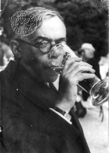 ז'בוטינסקי שותה בירהimg_221209_58605